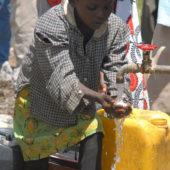 Sickla Gruvlopp ger 26 000 kr i stöd för rent dricksvatten